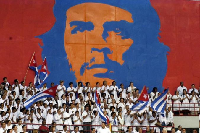 Cubans rally in front of mural of Che Guevara